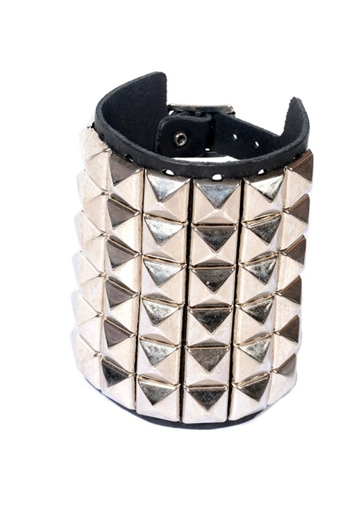 DEA120 6 Row Pyramid Stud Leather Wristband